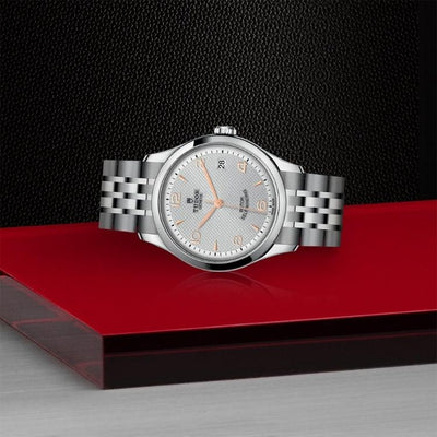 Tudor 1926 M91450-0001 on side