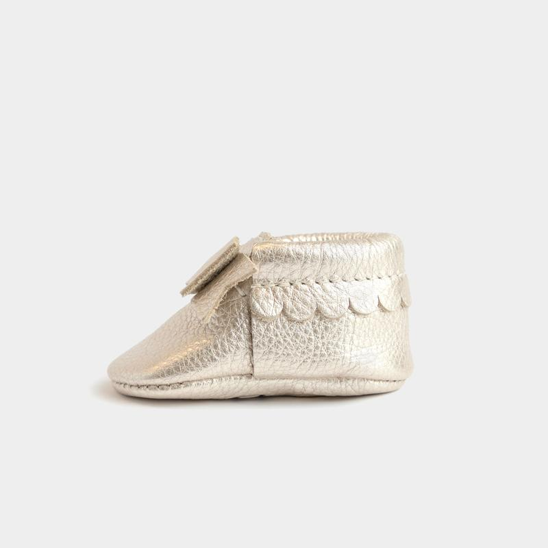 FRESHLY PICKED | MOCCASINS PLATINUM BOW - This Little Piggy