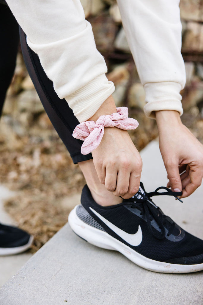 Hexagon Athletic Scrunchie in Taffy Pink