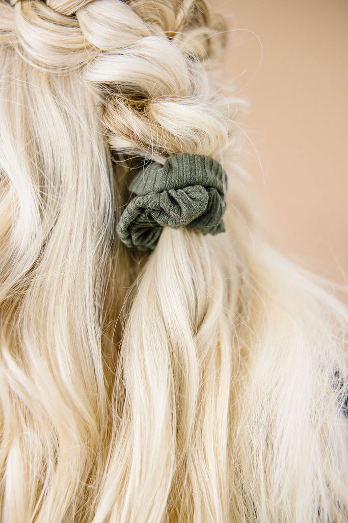Fern Ribbed Scrunchie
