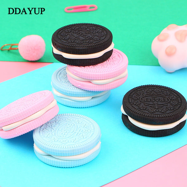 1Pcs Eraser Chocolate Cake Strawberry Biscuit Cookie Modeling School Supplies Sandwich Pink Blue Black Dessert Style Rubber