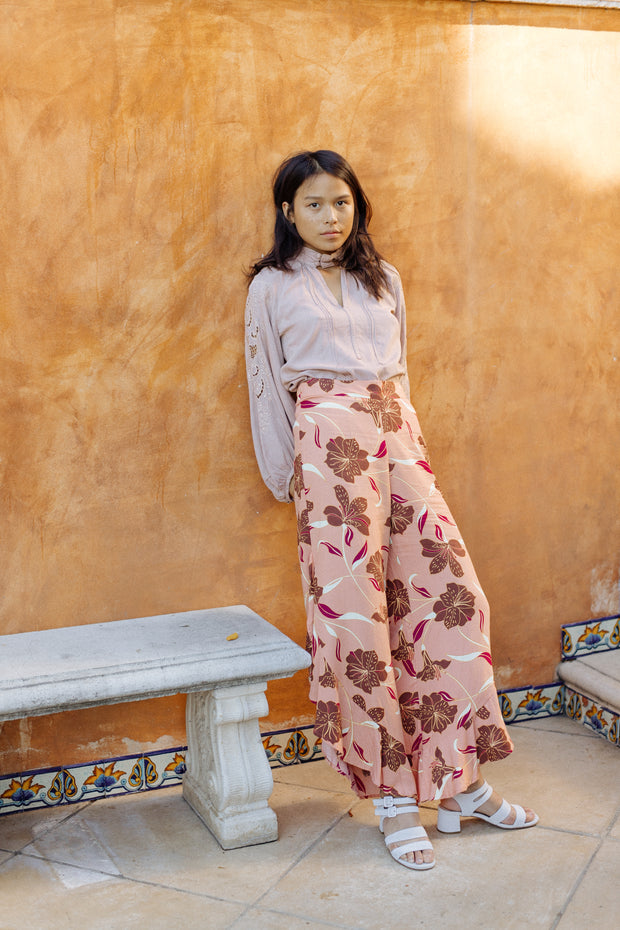 Sumi Pant in Desert Lily