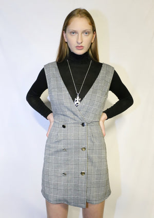 Plaid buttoned dress with accessories