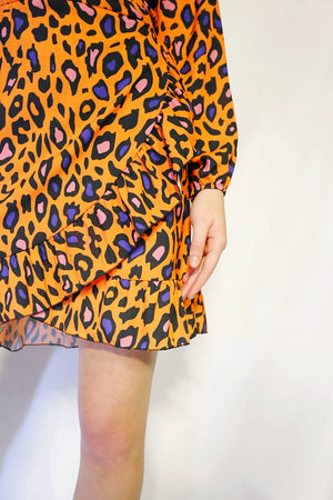 animal print orange dress details