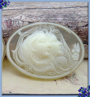 2x Sisters Resin Cameo, Cream on Matte Crystal Cameo, Fits 40x30mm, Transparent Cameo