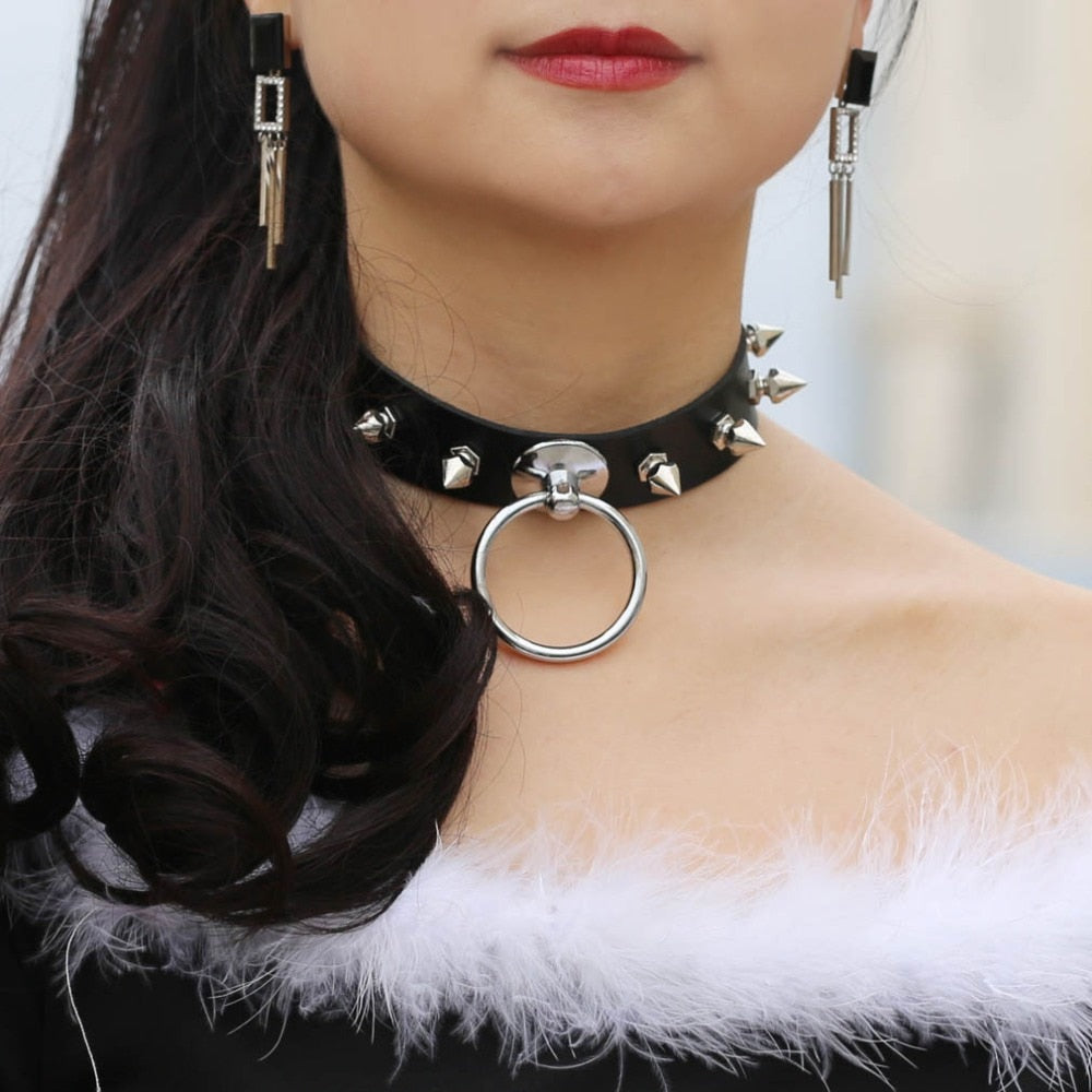 Sexy O-ring Spiked choker