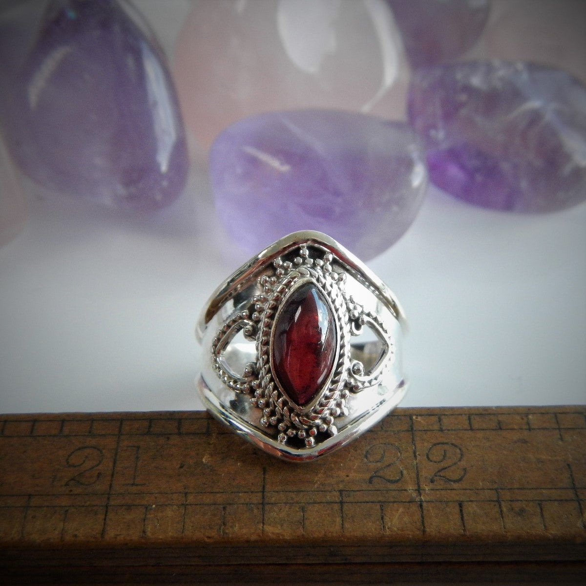 Size 8 Garnet & 925 Sterling Silver Ring.