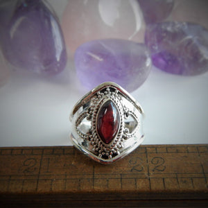 Size 8 Garnet & 925 Sterling Silver Ring
