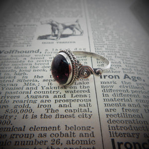 Size 9 Garnet & 925 Sterling Silver Ring