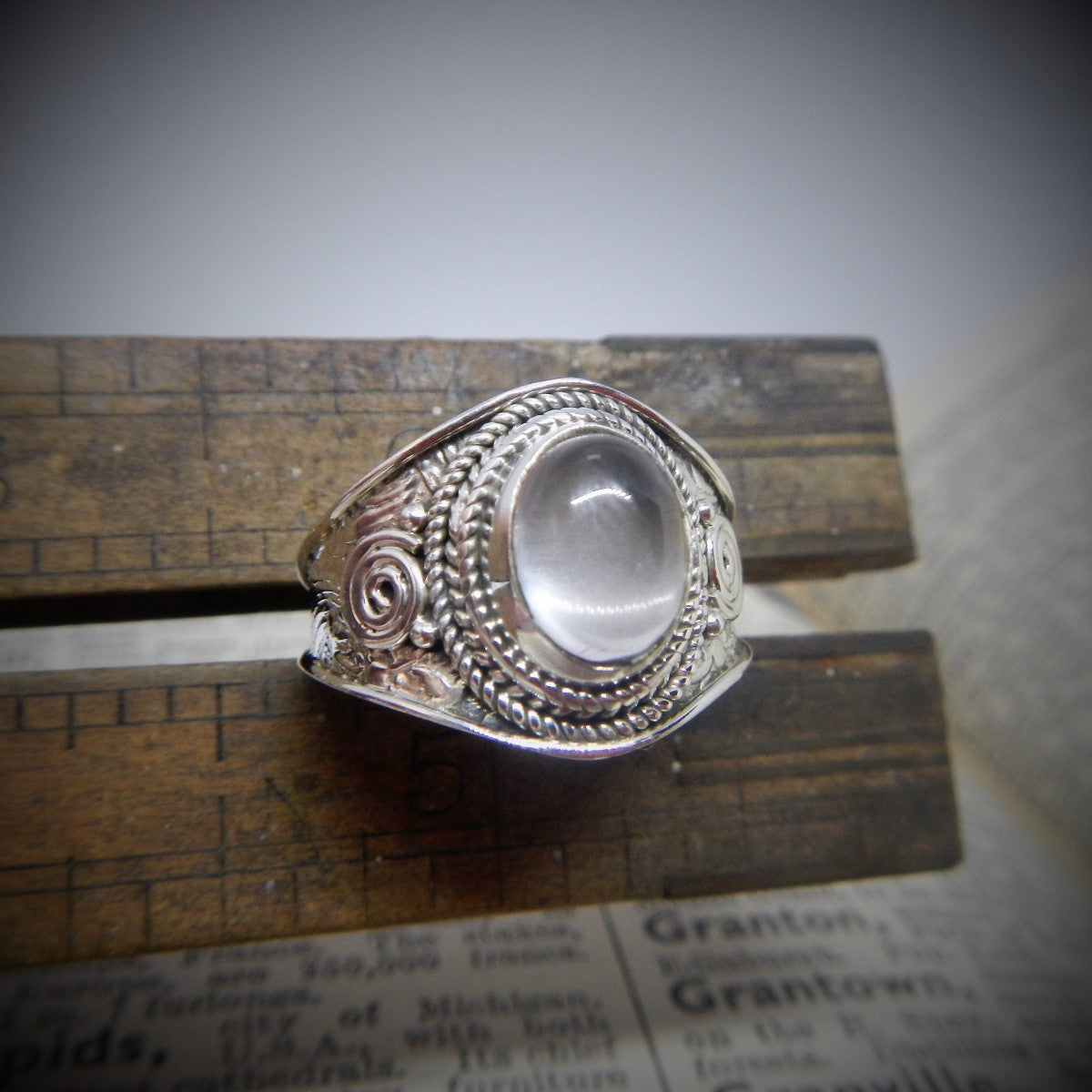 Size 8 Moonstone & 925 Sterling Silver Ring.