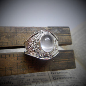 Size 8 Moonstone & 925 Sterling Silver Ring