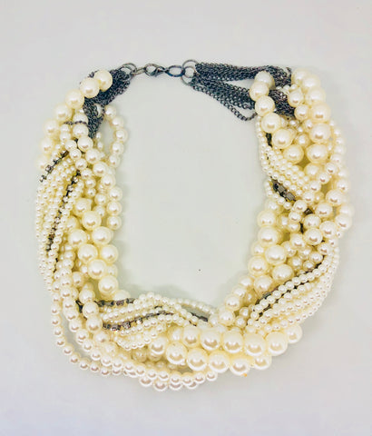 Pila Thick Pearl Necklace