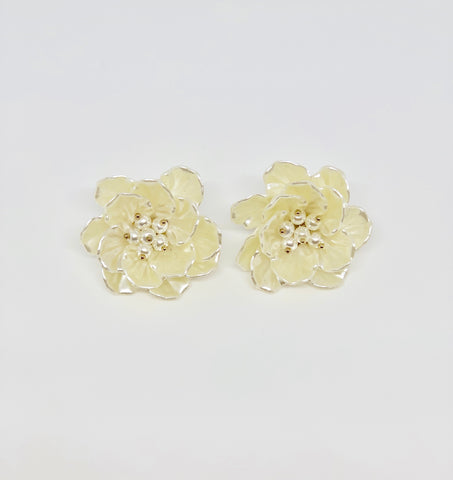 Aloha White Flower Earrings