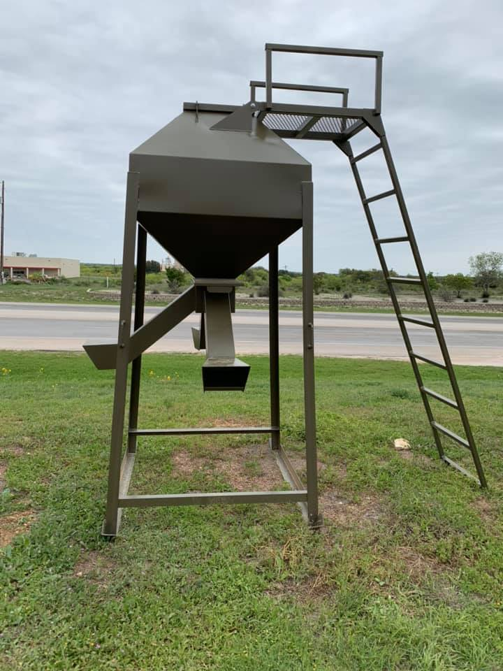 Texas Wildlife Supply - Pen Feeder, Protein Feeder
