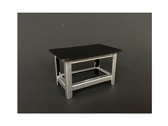 1:18 Metal Work Bench -- American Diorama Accesories