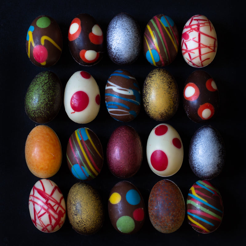 Assorted chocolate hand painted Easter eggs (bag of 8 eggs/120 grams)