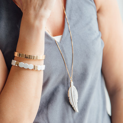 Lea - Howlite Feather Necklace