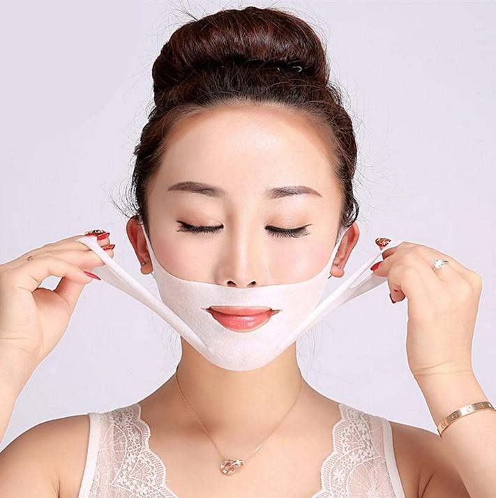 These special V-masks helps to shape the chin area while lifting and defining the lower part of the face by stimulating the reduction of fat deposits and fine lines along the application area.