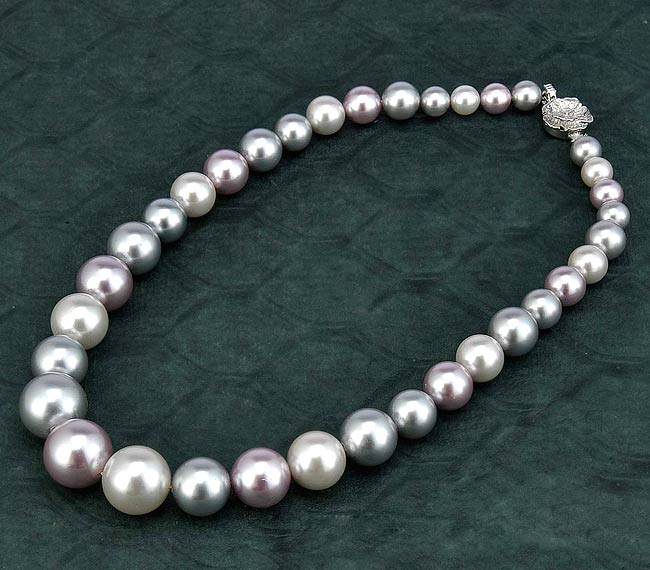 "Shell Pearl Necklace ""Pure Affection"""