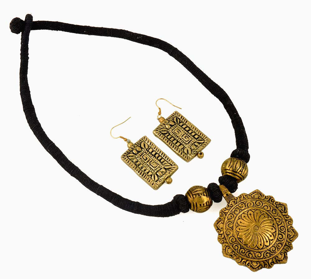 Ethnic Sutra - Necklace with Earrings
