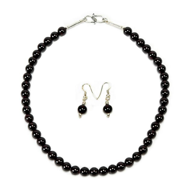 Mesmerising Black - Garnet Necklace with Earrings