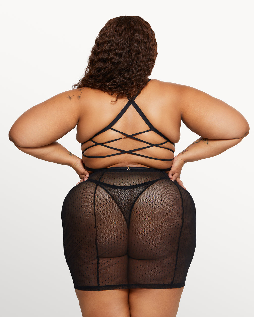 Love, Vera Rose Lace Thong Black Curvy