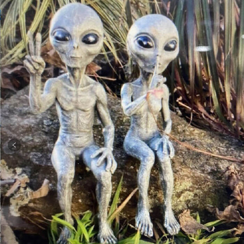 Resin Couple Alien Garden Statues