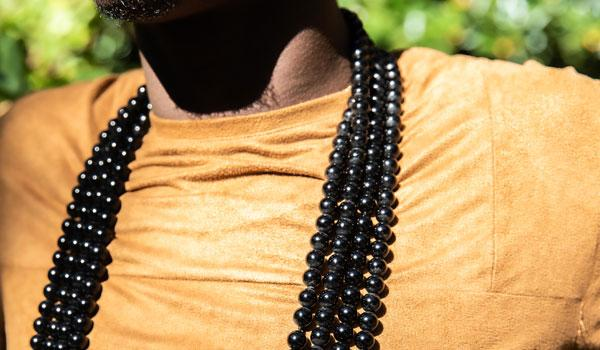 black beaded lifestyle img