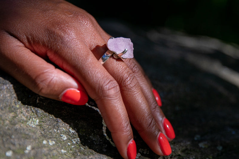 Alt= Kunzite ring on model.