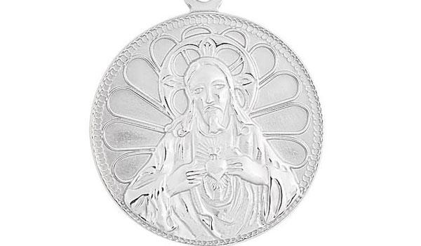 praying jesus pendant close up img