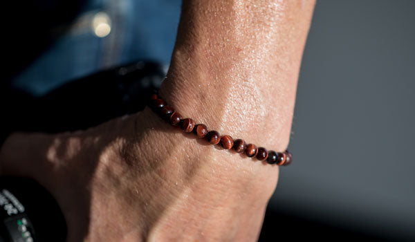 red tigers eye bracelet lifestyle img