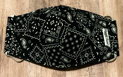 Black and white bandana print mask