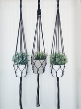 Load image into Gallery viewer, Macrame Pot Holder