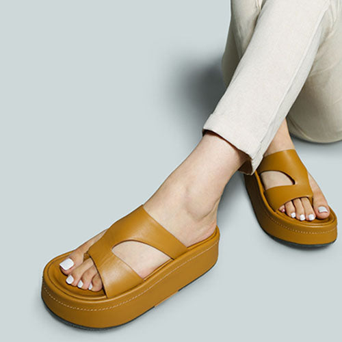 HATHAWAY SLIP-ON PLATFROM SANDAL IN TAN