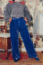 Load image into Gallery viewer, BOX-PLEAT TROUSER IN NAVY