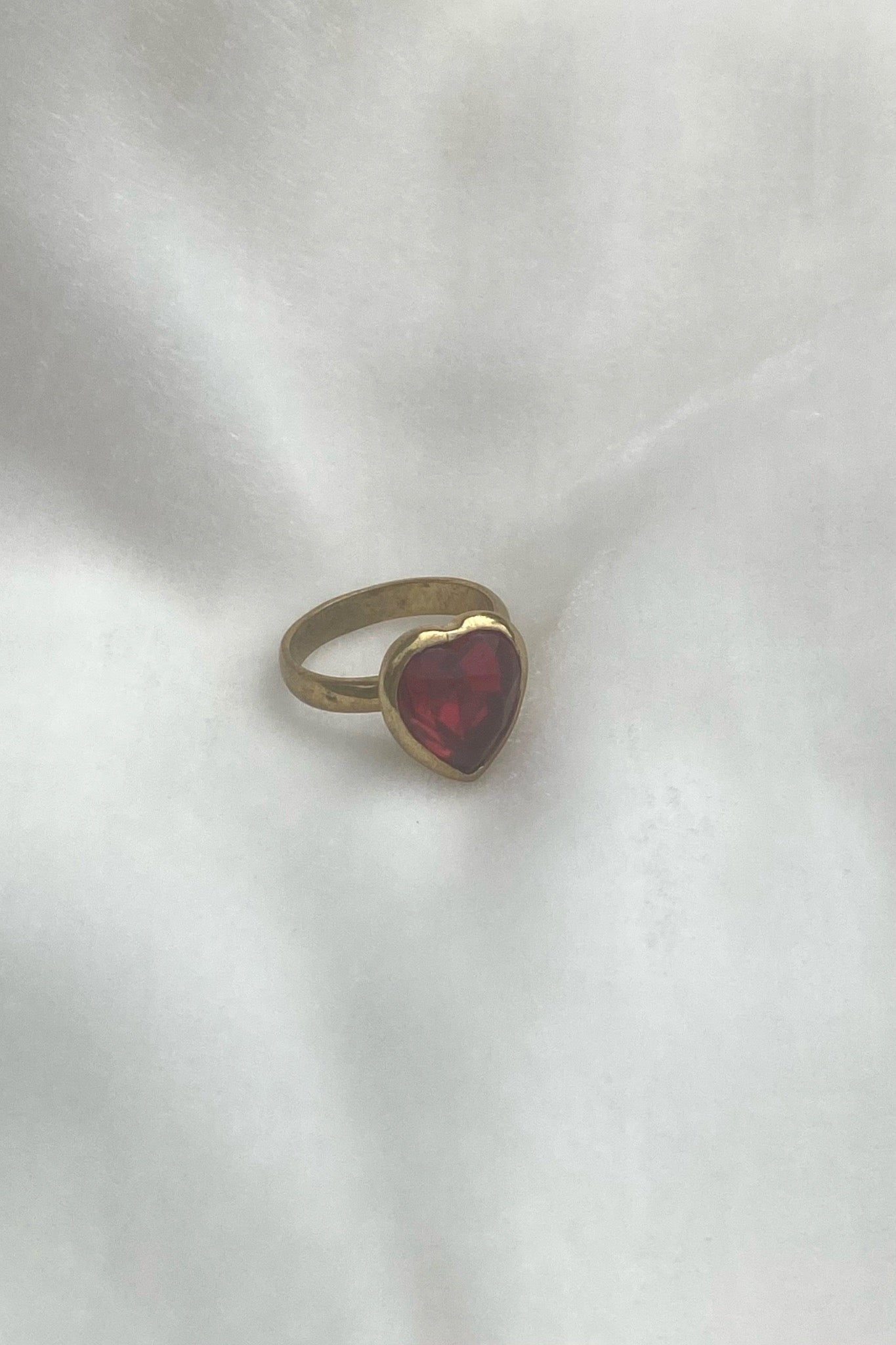 LOVELY RING IN BRASS/RUBY