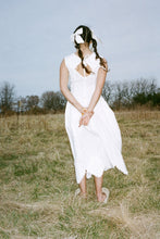 Load image into Gallery viewer, QUROQ DRESS IN WHITE - J.Kim