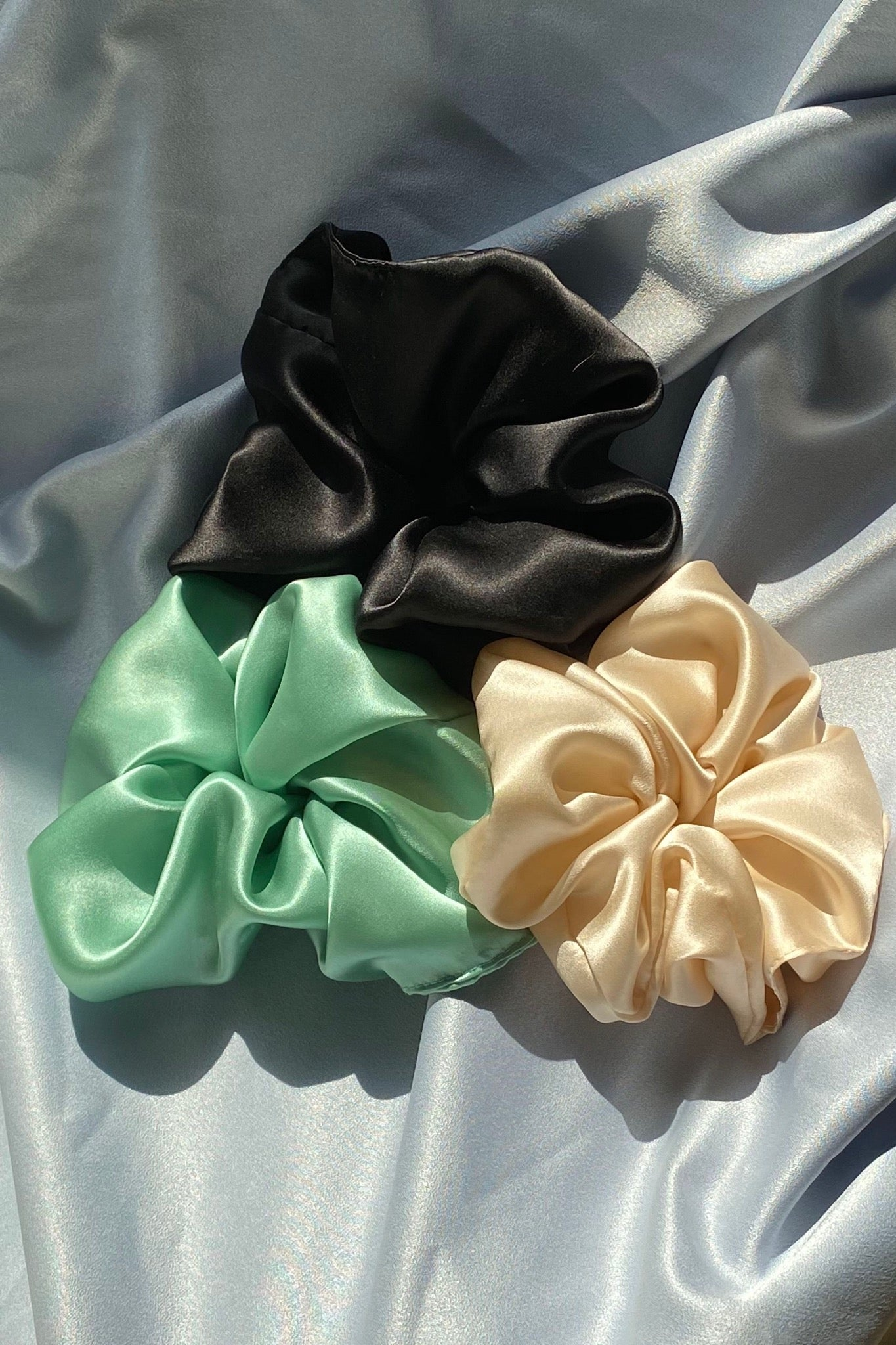 XL SILK SCRUNCHIE IN BLACK/MINT/CREAM