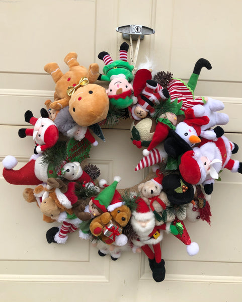 Christmas Characters Wreath-All-Times-Gifts