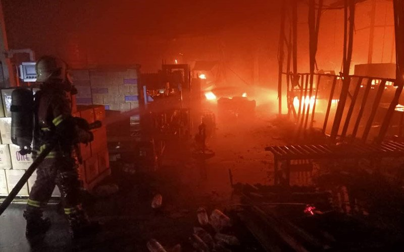 Firemen battling the blaze in Pasir Gudang, Johor, and ensuring the flames don't spread to adjacent factories. (JBPM pic)