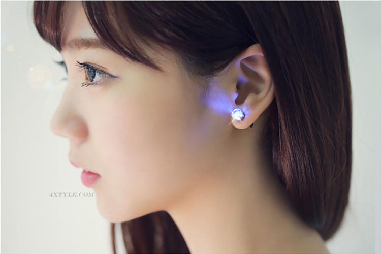 Glam LED Earrings - TrendingBug.com