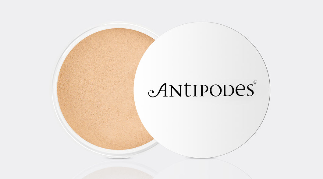 ANTIPODES Mineral Foundation Light Yellow 02