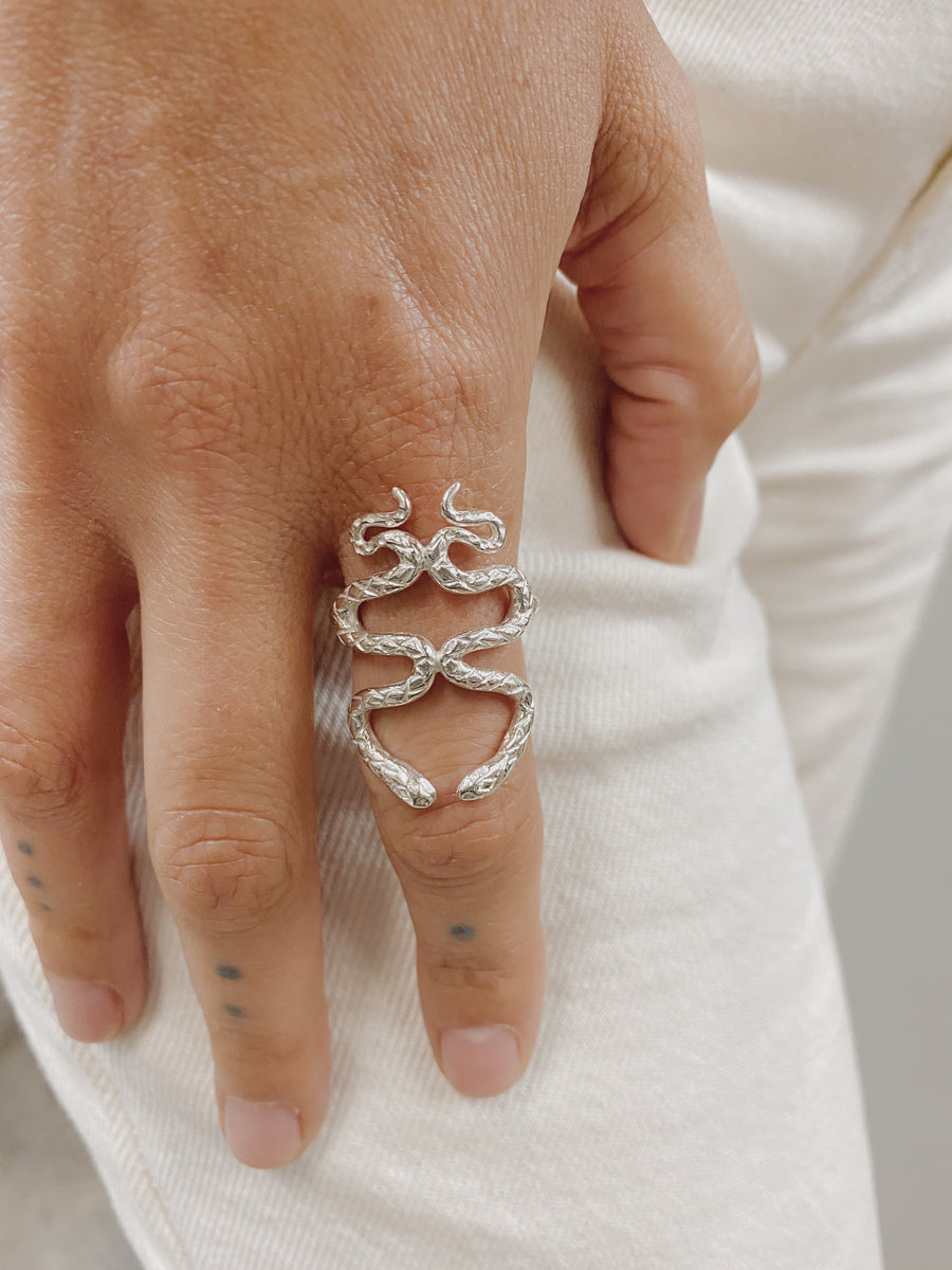 Kissing Snakes Ring | Silver