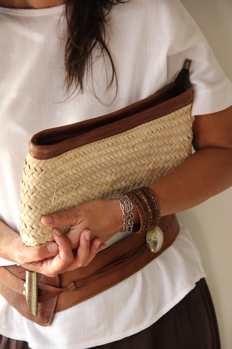 Gisela Summer Clutch_Model Front view