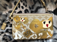 Load image into Gallery viewer, consignment bag - Coach Poppy Goldie collector, larger wristlet