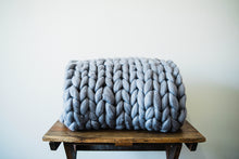 Load image into Gallery viewer, GRAPHITE CHUNKY KNIT THROW