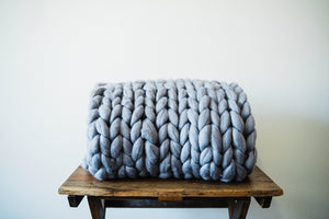 GRAPHITE CHUNKY KNIT THROW