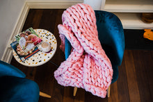 Load image into Gallery viewer, PINK CHUNKY KNIT THROW
