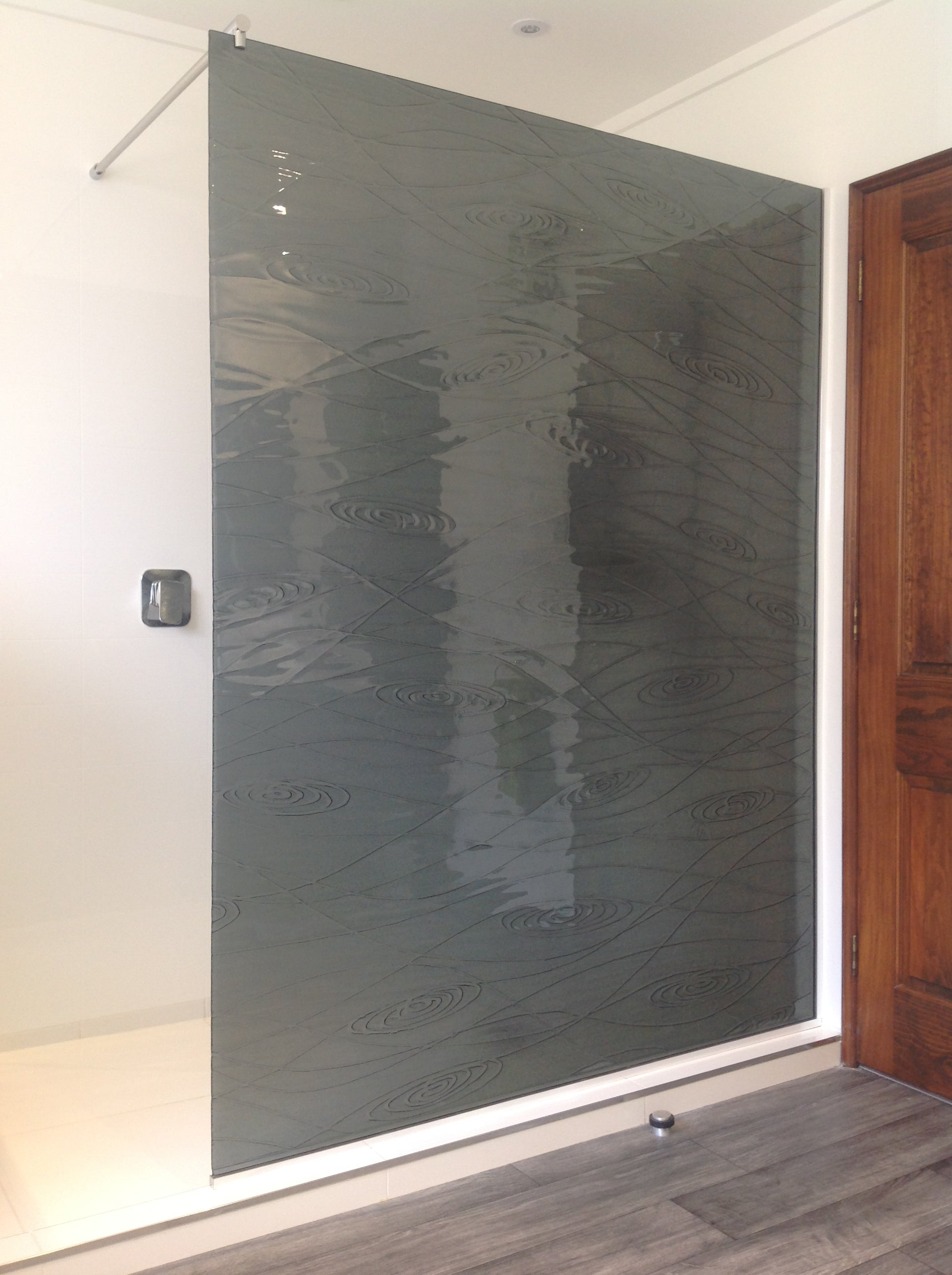 walk in shower - slumped glass - patterned textured safety glass - made in New Zealand
