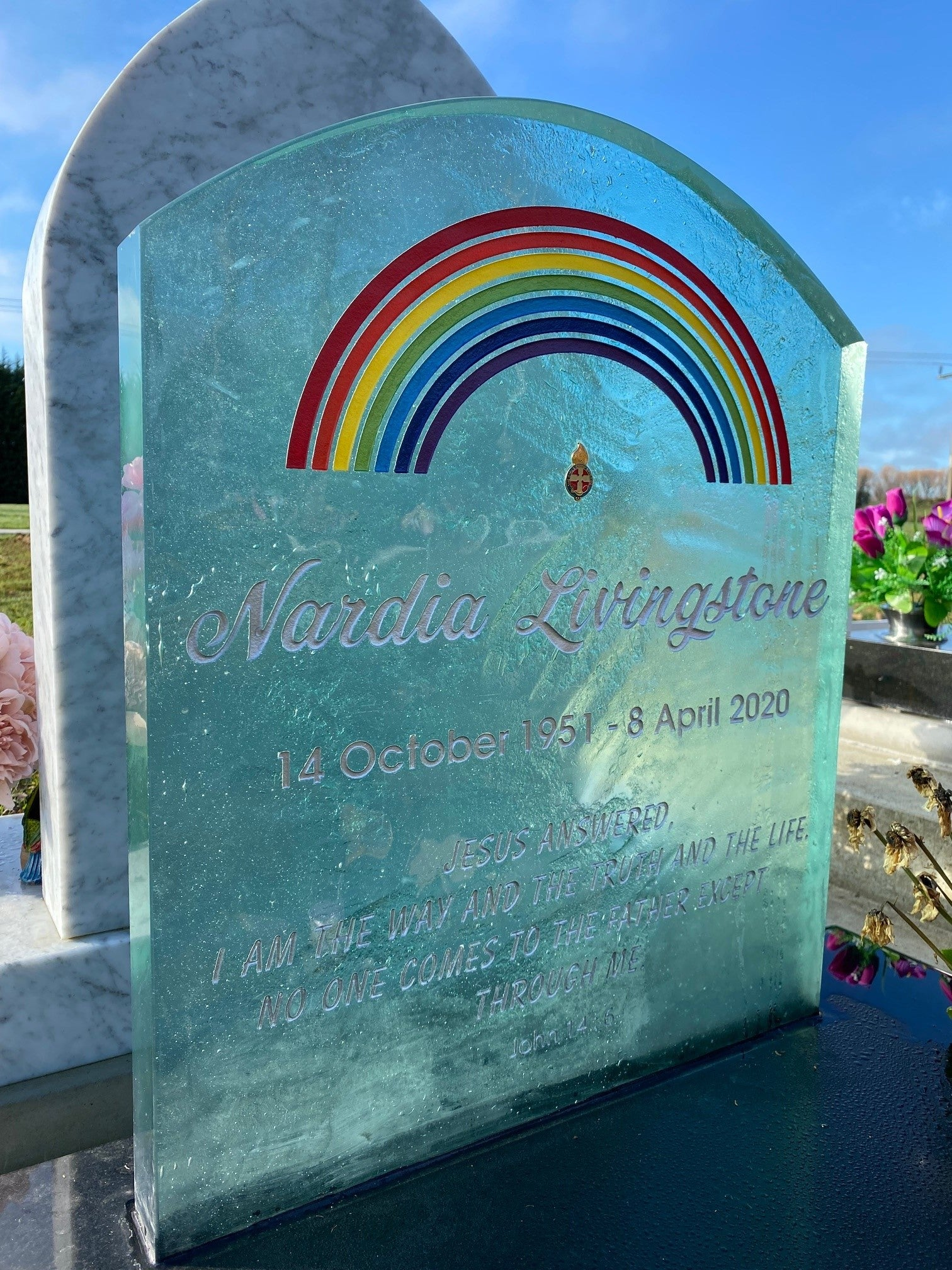 Slumped glass headstones - patterned textured glass headstones made in new zealand - granite base